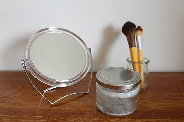 kosmetické zrcátko