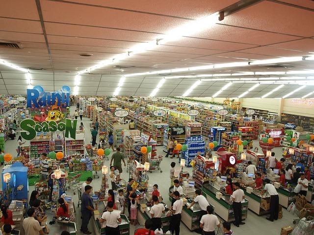 prostorný supermarket