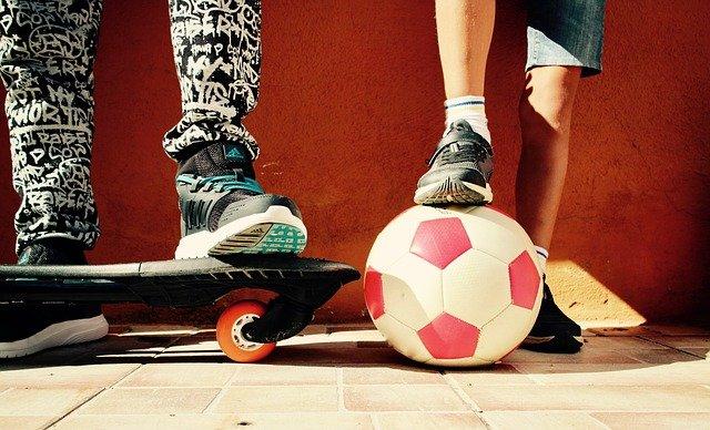 skateboard a míč