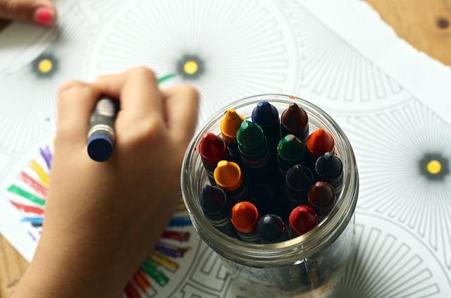 malování s voskovkami