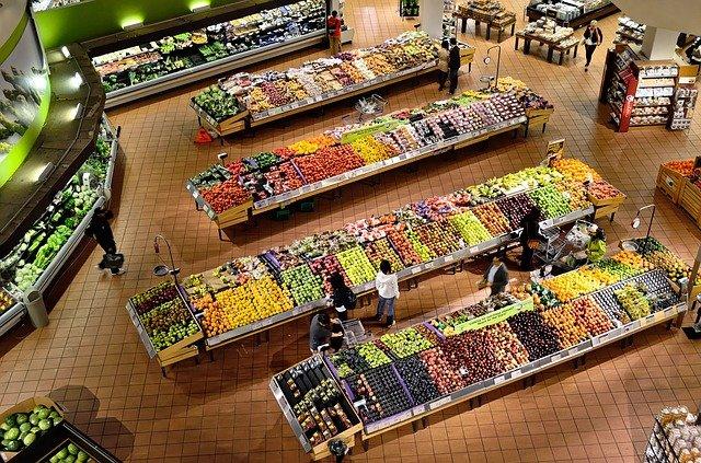 oddělení hypermarketu.jpg