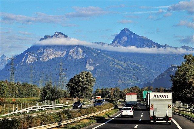 hory za silnicí