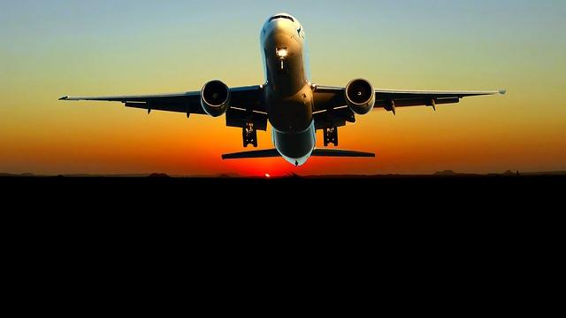 západ slunce za letadlem